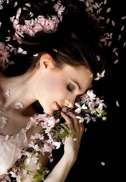 女性が毛深い原因とコンプレックス解消法。自分の肌に自信を持って。のサムネイル画像