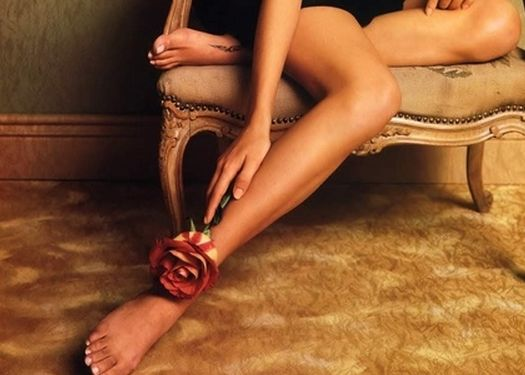 すね毛を抜くのはOK?抜くと肌トラブルの可能性があるって本当?のサムネイル画像