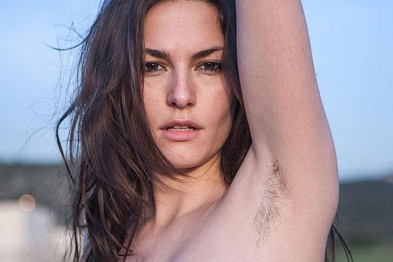 女性が脇毛を生やすのはあり?女性の脇毛処理の常識とは!?のサムネイル画像