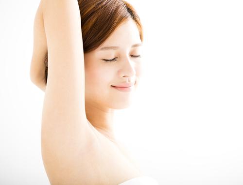 脇毛の自己処理後に目立つ毛穴!どうすればきれいになるの?のサムネイル画像
