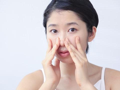 鼻の黒ずみが気になる!角栓除去の正しいやり方をご紹介します!のサムネイル画像