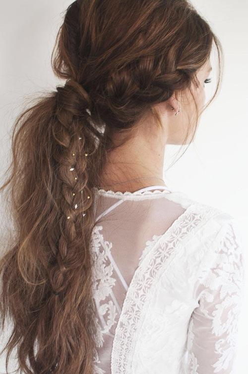 意外に気になるうなじのムダ毛…脱毛して綺麗なうなじをゲット♡のサムネイル画像