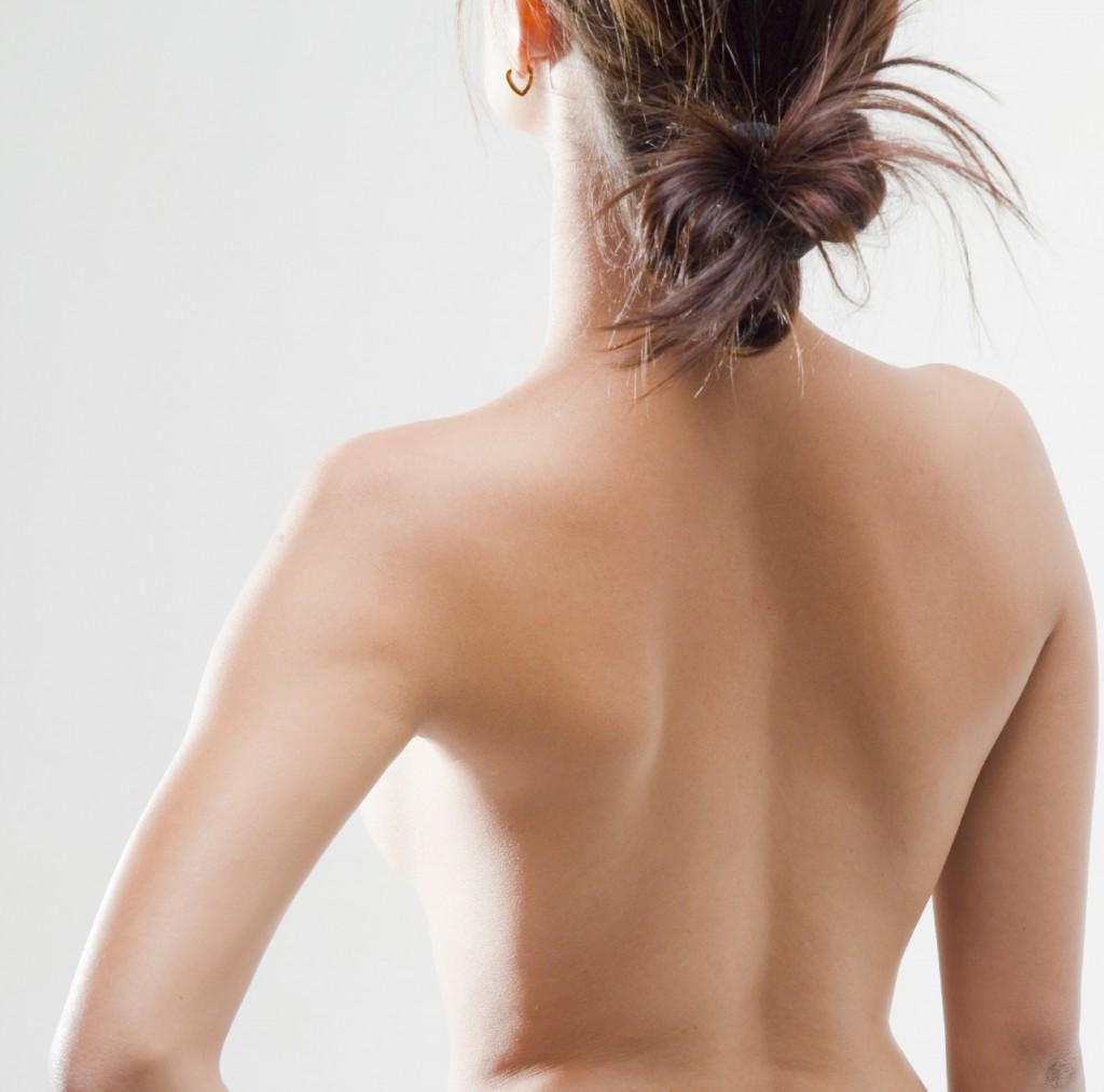 毛深い背中がトラブルを連れてくる前に。正しい背中のケア方法のサムネイル画像