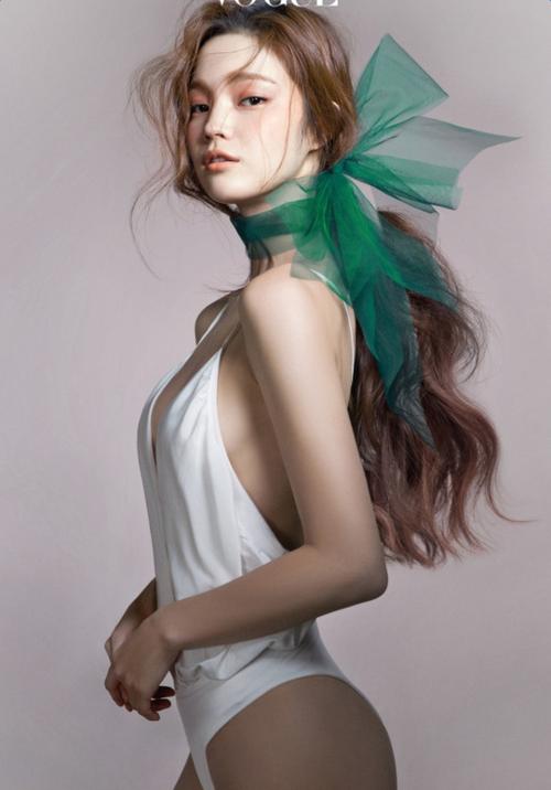 美人オーラを放つ背中に。気になる背中の産毛の処理の仕方って?のサムネイル画像