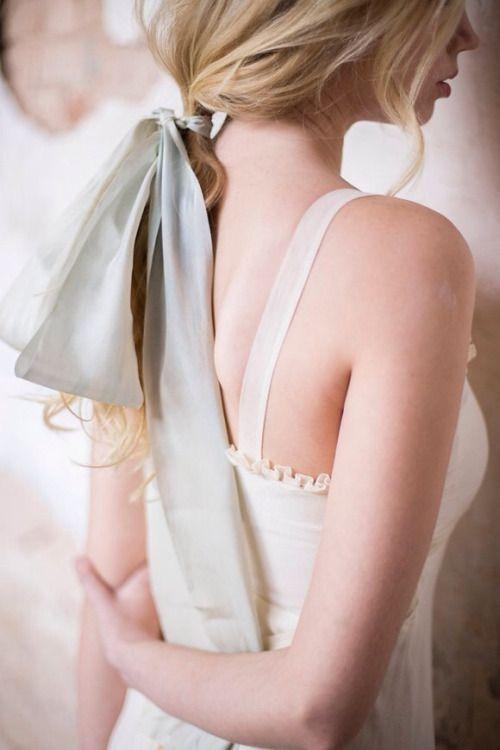 背中の産毛、自分で処理できる?自分で出来る3つの処理方法を比較!のサムネイル画像