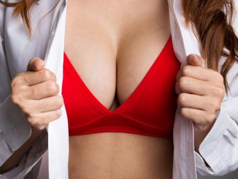 女性だって胸毛は生えるんです。放置しないでしっかり処理しましょ♪のサムネイル画像