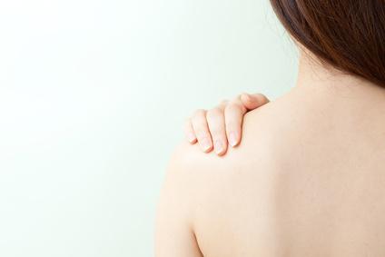 毛深いムダ毛に悩む女性必見!処理しづらい背中もこれでスッキリのサムネイル画像