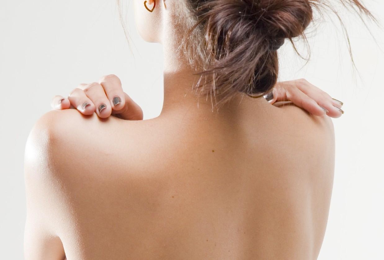 その背中の毛意外と見られてるかも‥女ならツルスベ肌を目指そう!のサムネイル画像