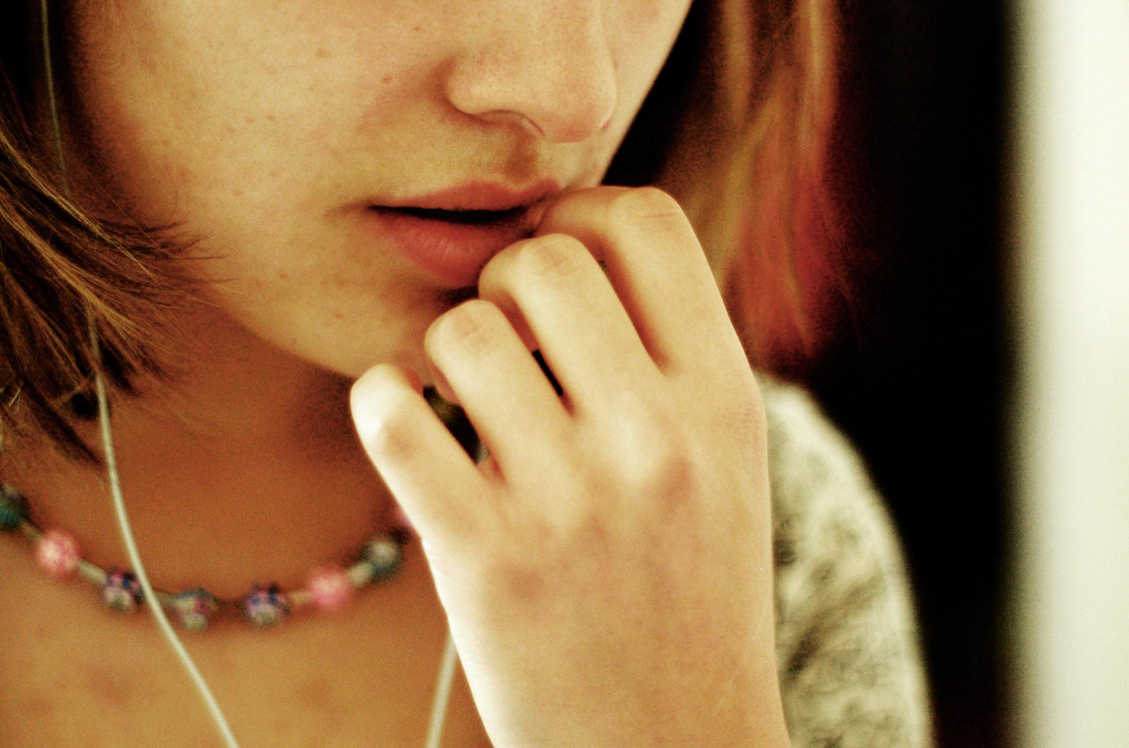 ホルモンの影響で毛深い女性に!?ムダ毛とホルモンの関係とは!のサムネイル画像