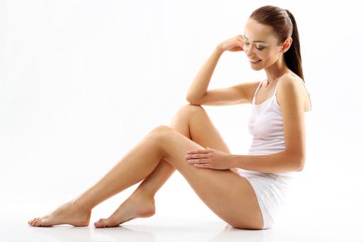 毛深い女性と除毛クリーム。なめらか肌を手に入れる脱毛法を紹介のサムネイル画像