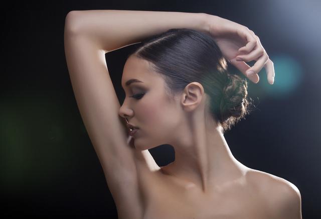 脇毛の処理は、抜くvs剃るどっちがいい?メリット・デメリットのサムネイル画像