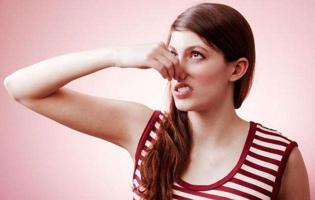 脇毛を処理してから、なぜか脇の臭いが気になる…。原因を教えて!のサムネイル画像