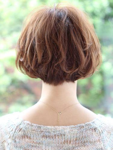 意外とみんな放置している?! 首の後ろの産毛の処理のやり方のサムネイル画像