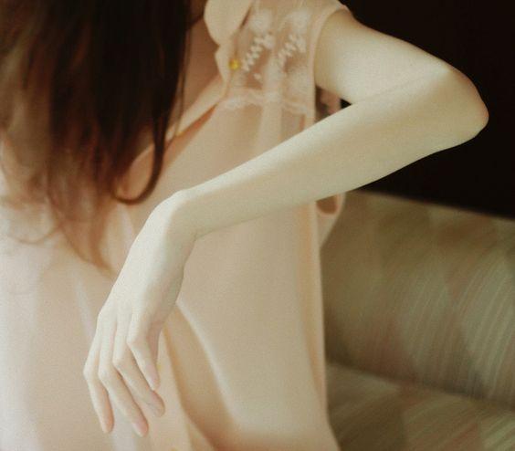 女なのに毛深いのは私だけ…?毛深い原因を知ってツルツル肌に◎のサムネイル画像