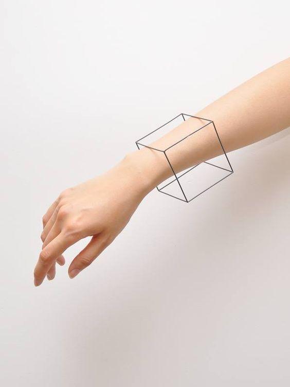 チクチク感0のさらすべ肌。美肌女子の腕のムダ毛処理方法って?のサムネイル画像