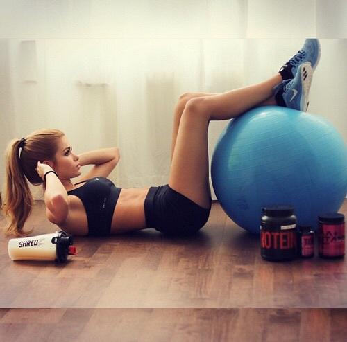 年末太り予防!今からでも間に合う、習慣にすべき自宅トレ3選のサムネイル画像