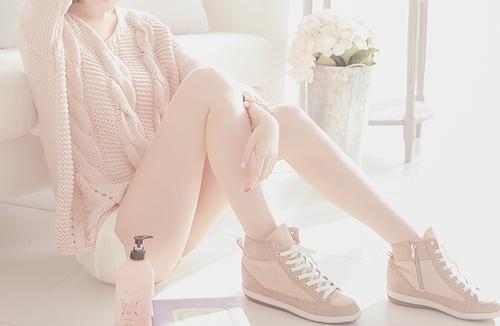 女性なのに毛深い足…。おしゃれを楽しめる足に変身させるには?のサムネイル画像