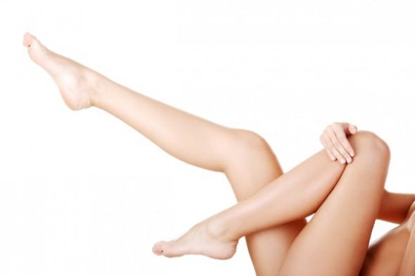 足が毛深いことに悩む女性必見!毛深い足をつるすべ美脚にする方法♡のサムネイル画像