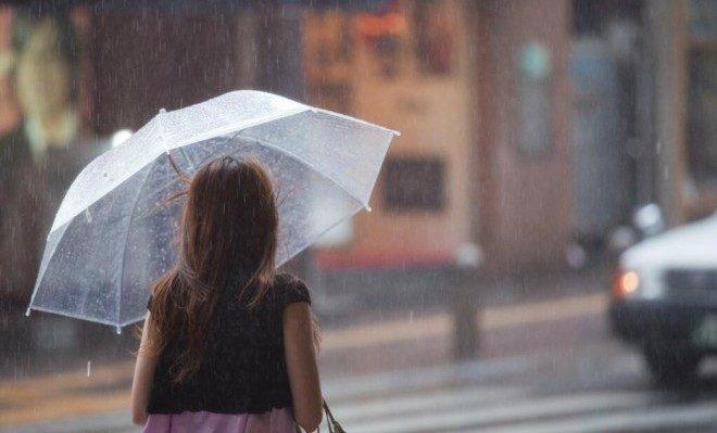 湿気が多い時期は憂鬱!髪の毛が広がっちゃう!どうしたらいいの?のサムネイル画像