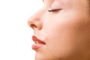 鼻にほくろがあるのが気になる人必見!占いでどんな意味か知ろうのサムネイル画像