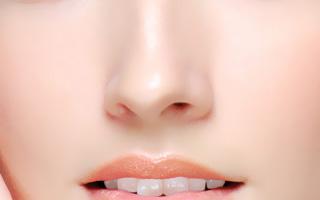 げっ!!イチゴ鼻になってる。鼻の黒ずみ除去方法を徹底的に紹介のサムネイル画像
