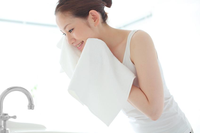 美肌を目指すには毛穴の角栓は抜かずに溶かす!その方法とは?のサムネイル画像