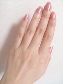 美しい手の甲は毛穴も目立たない!毛穴レスの手のためのハンドケアのサムネイル画像